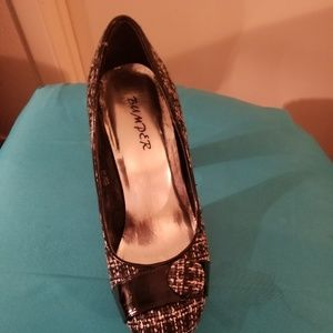 Black And white tweeted pumps